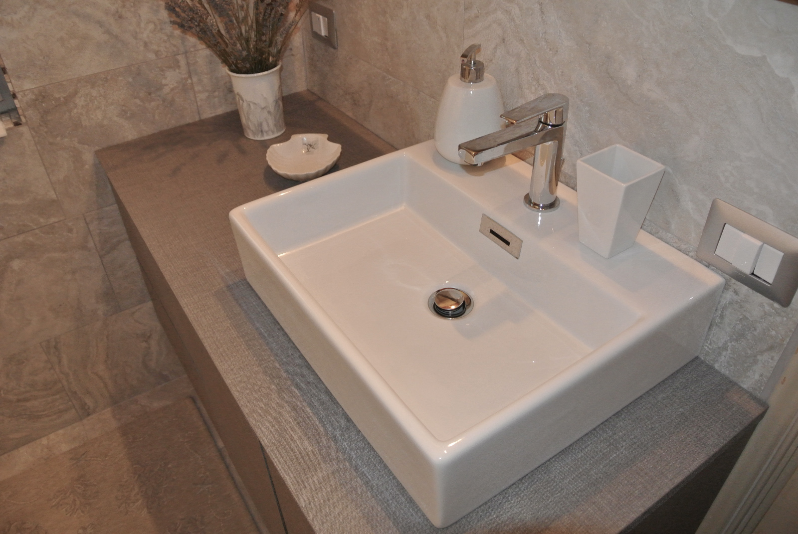 sintesibagno-verbania-svizzera-canton-ticino-arredobagno-mobile-bagno-puntotre-time-lavabo-appoggio-quadro-03