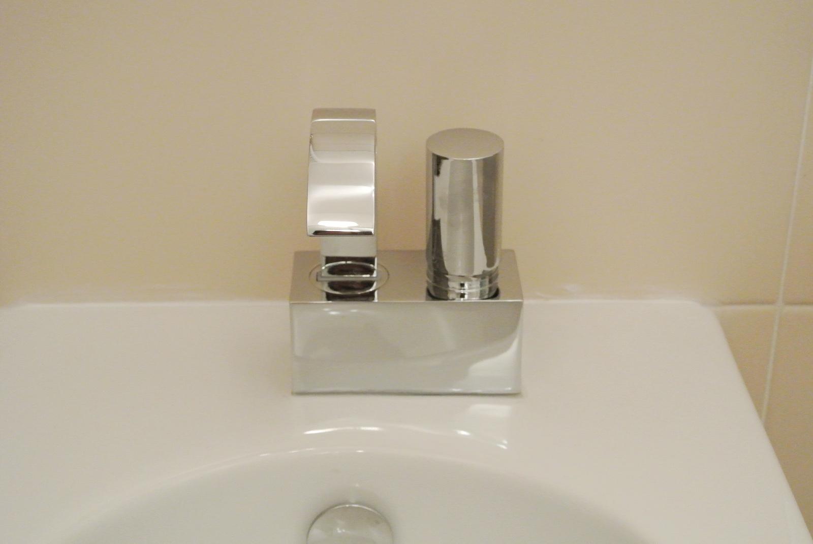 sintesibagno-arredobagno-arredo-bagno-svizzera-mobile-puntotre-lavabo-appoggio-catalano-lavabo-arco-bonomi