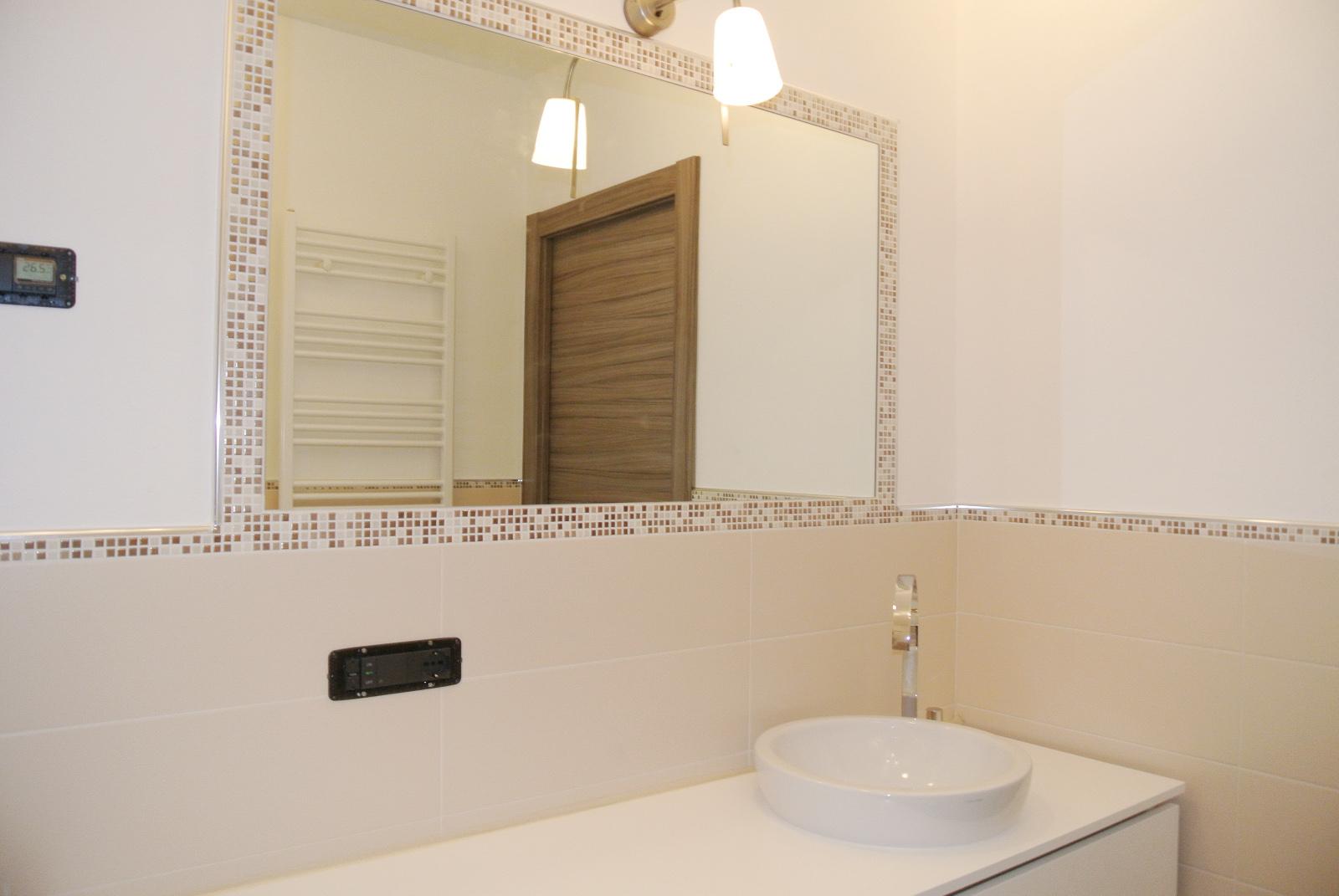 sintesibagno-arredobagno-arredo-bagno-svizzera-mobile-puntotre-lavabo-appoggio-catalano-mix-lavabo-bonomi