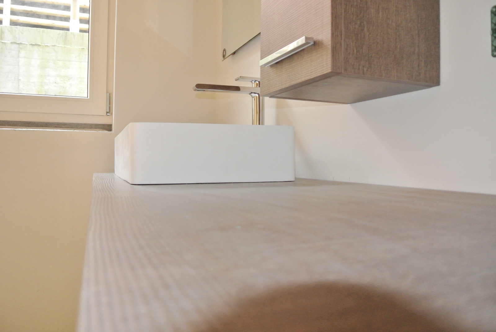 sintesibagno-verbania-arredobagno-lavabo-corian-miscelatore-lavabo-prolungato-bpnomi-bonny-piano-lavabo-laminato-matrix
