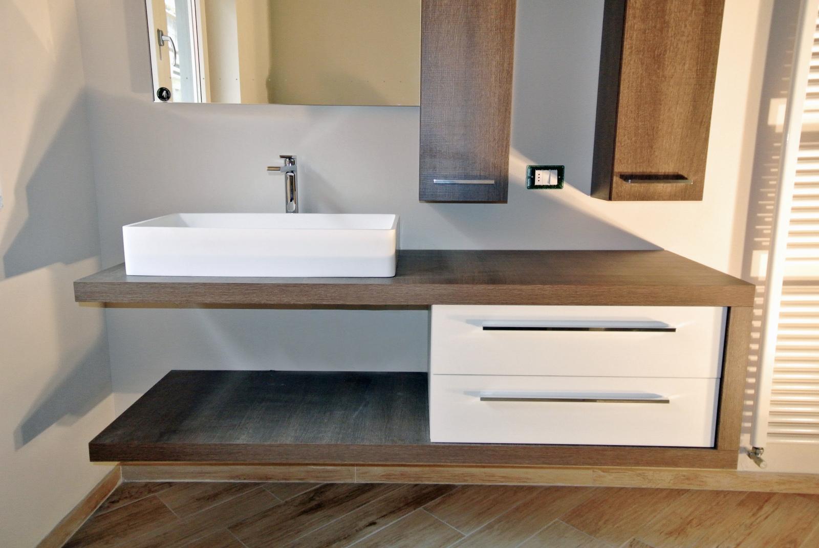 sintesibagno-verbania-arredobagno-lavabo-corian-miscelatore-lavabo-prolungato-bpnomi-bonny-puntotre-elemento-a-c-laminato-matrix-puntotre