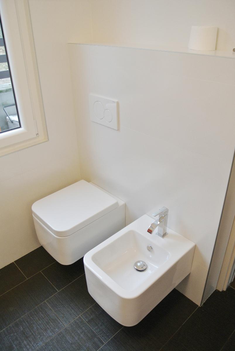 sintesibagno-verbania-canton-ticino-sviezzera-arredobagno-mobile-bagno-rubinetteria-parete-in-cristallo-piatto-doccia-filo-pavimento-06