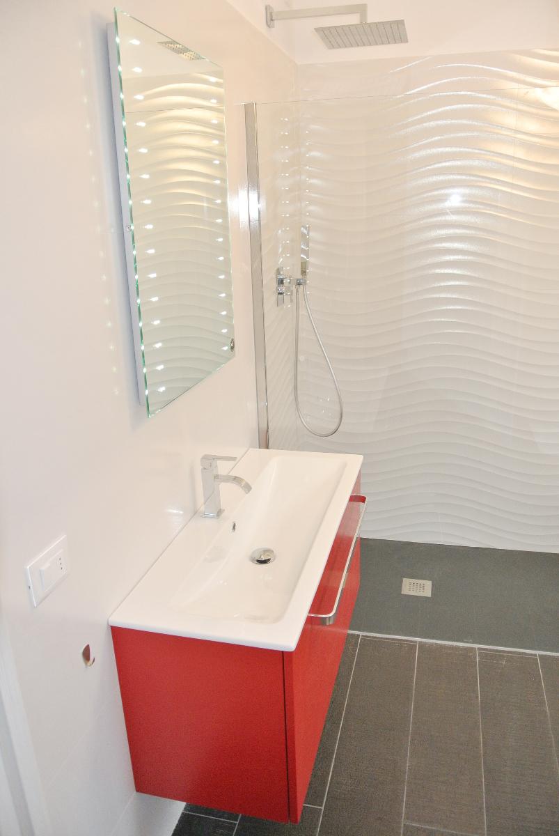 sintesibagno-verbania-canton-ticino-sviezzera-arredobagno-mobile-bagno-rubinetteria-parete-in-cristallo-piatto-doccia-filo-pavimento-12