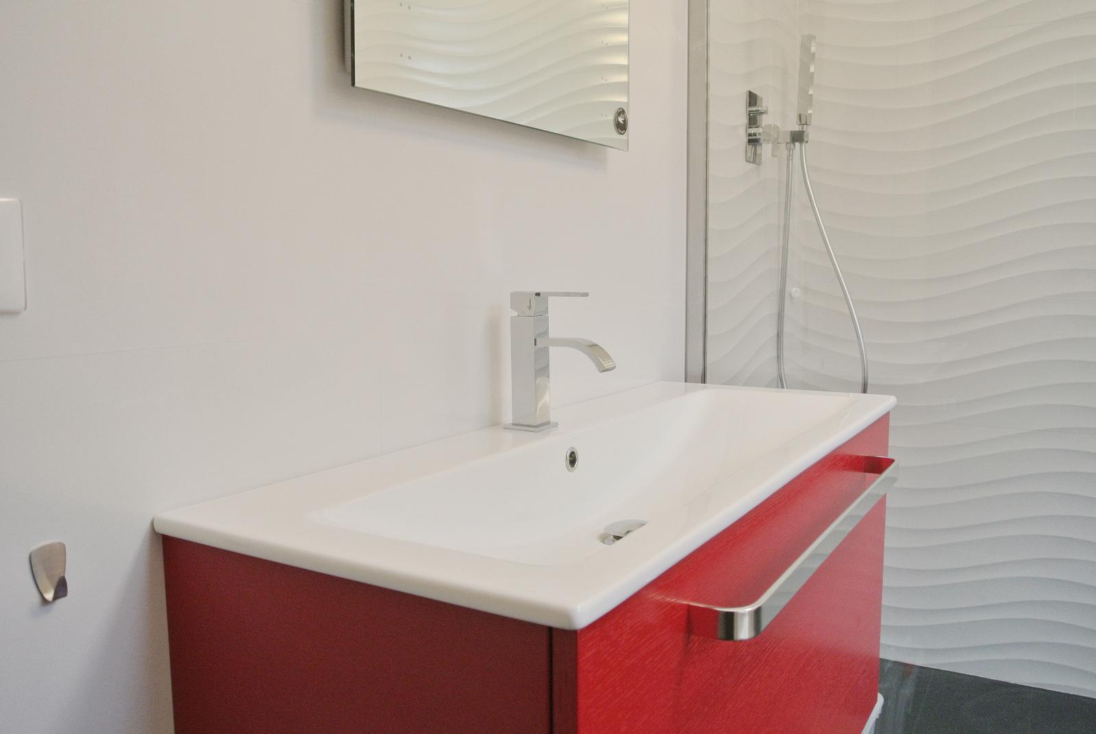 sintesibagno-verbania-canton-ticino-sviezzera-arredobagno-mobile-bagno-rubinetteria-parete-in-cristallo-piatto-doccia-filo-pavimento