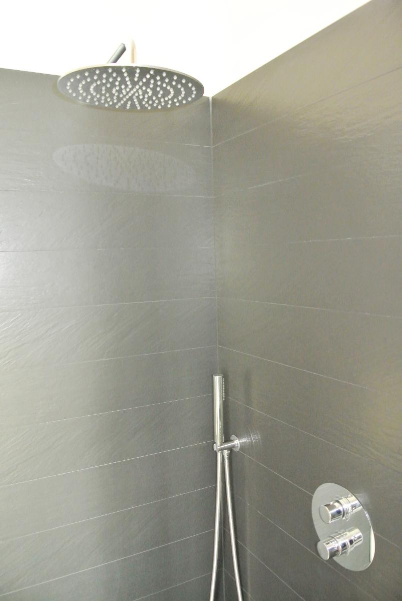 sintesibagno-verbania-lago-maggiore-svizzera-canton-ticino-locarno-ascona-bellinzona-piatto-doccia-grandi-dimensioni-filo-pavimento-kit-doccia-due-vie-termostatico