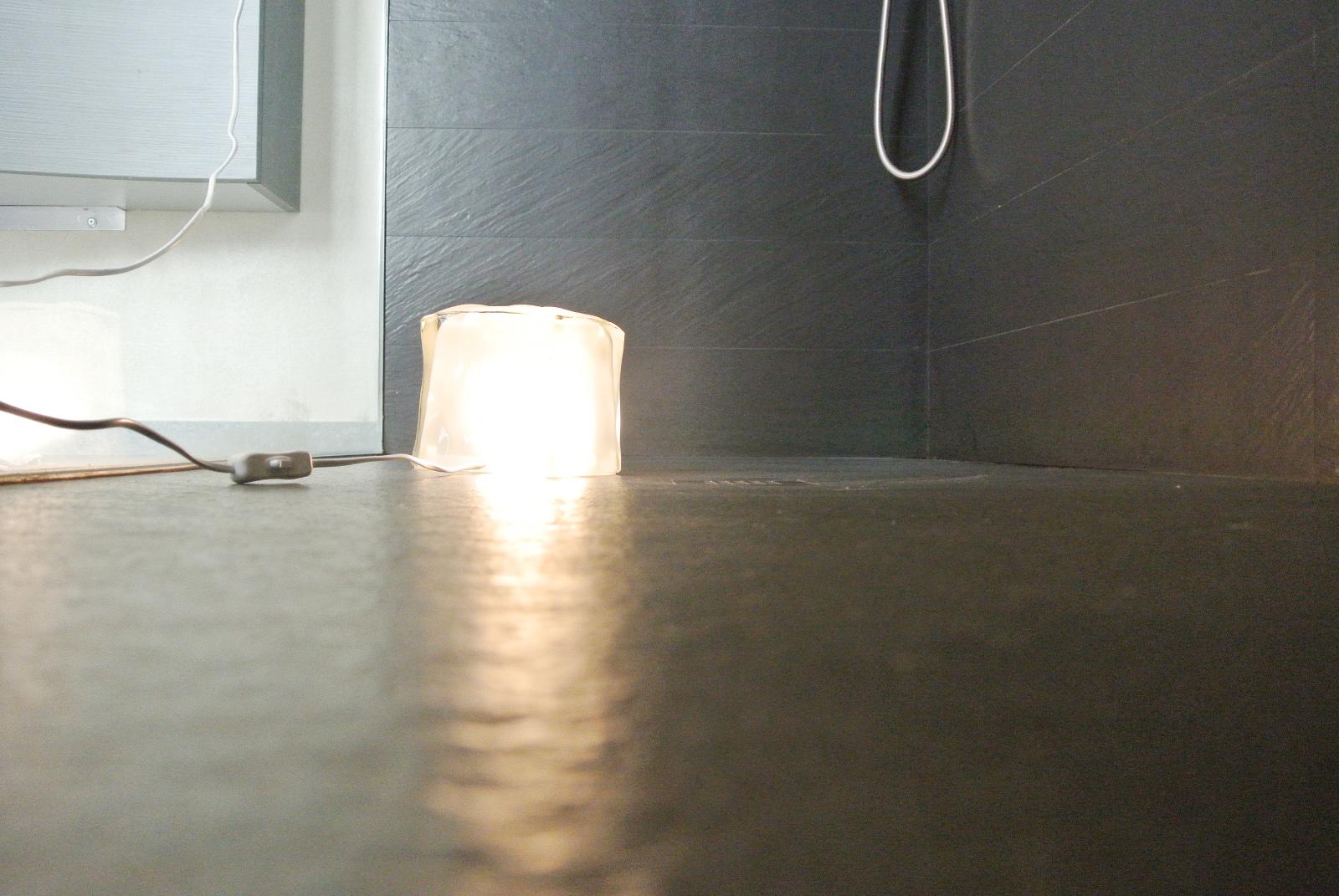 sintesibagno-verbania-lago-maggiore-svizzera-canton-ticino-locarno-ascona-bellinzona-piatto-doccia-grandi-dimensioni-filo-pavimento-luce