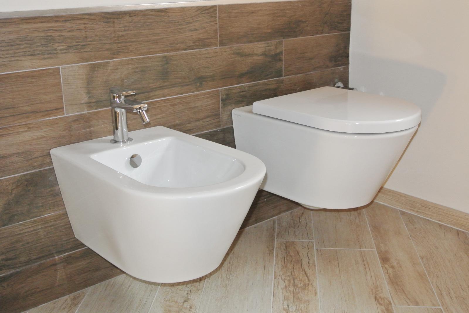 sintesibagno-verbania-sanitari-catalanoarredobagno-lavabo-corian-miscelatore-lavabo-prolungato-bpnomi-bonny-catalano-zero-55-vaso-bidet