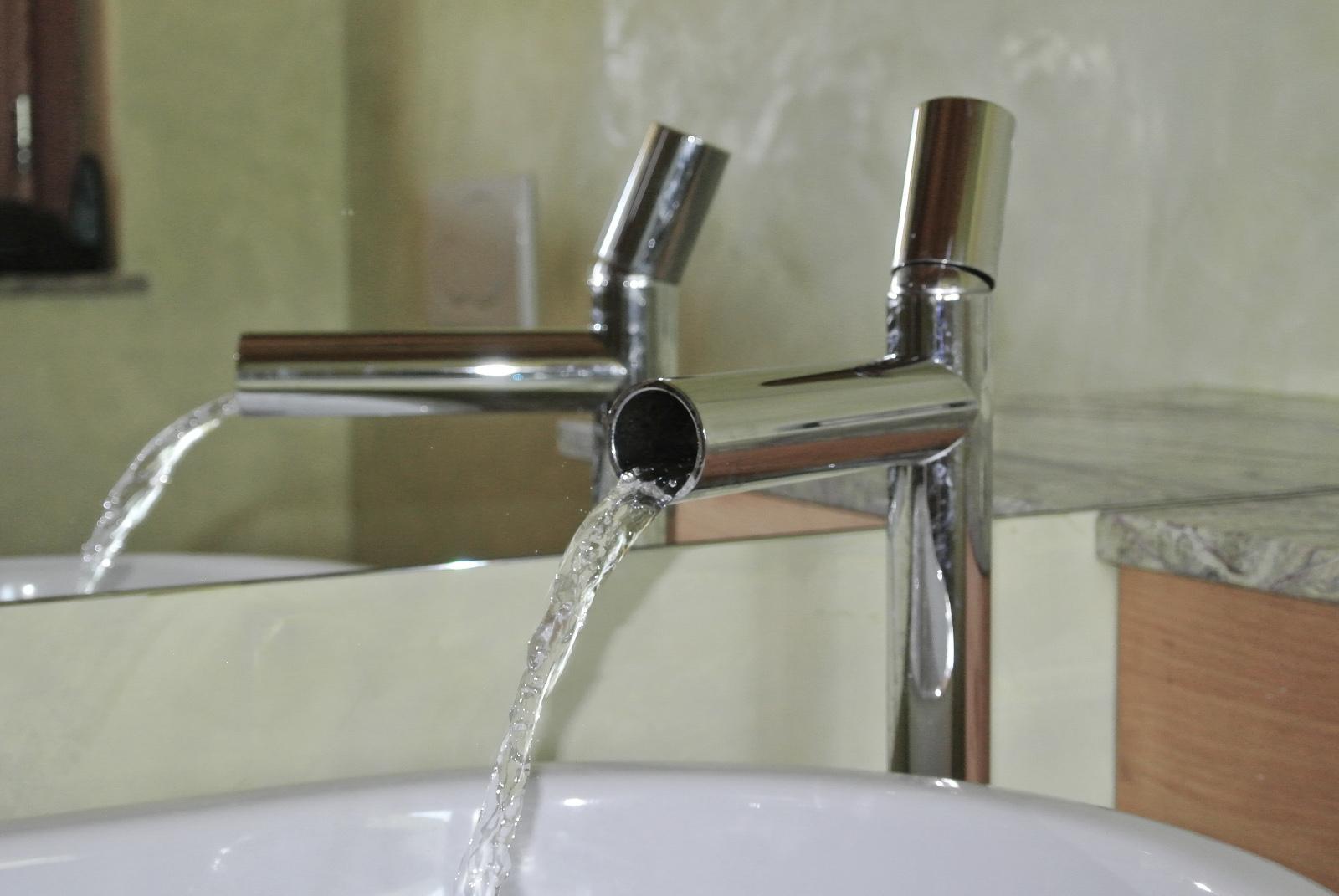 sintesibagno-verbania-svizzera-canto-ticino-arredobagno-rubinetto-rubinetteria-a-cascata-bonomi-tube