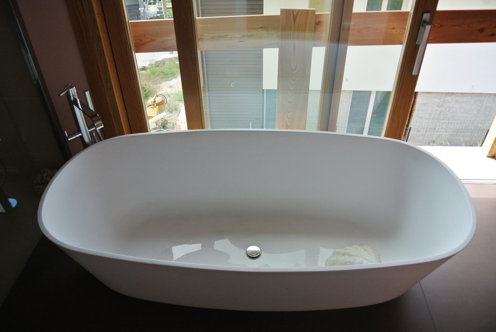 sintesibagno7biss-verbania-lago-maggiore-svizzera-arredobagno-canton-ticino-bagno-vasca-centro-stanza-lavabo-sfera-cx-catalano