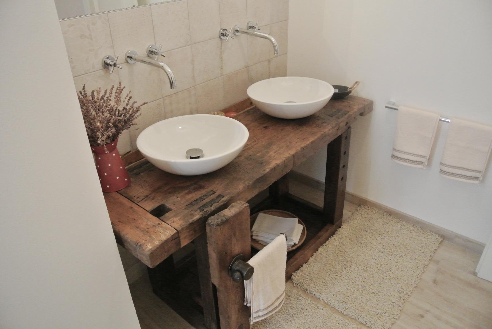 sintesibagno_verbania_lavabo_doppio_appoggio_rubinetteria_tratto_lavavao_a_muro